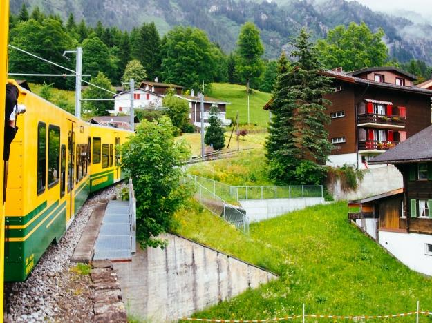 lauterbrunnen-jungfrau-train