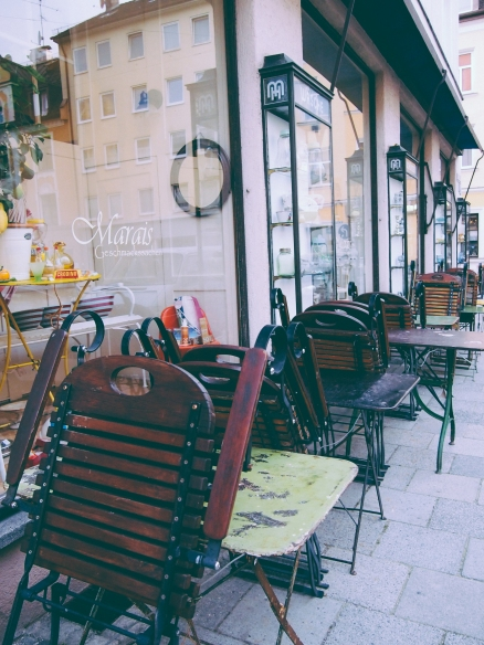 munich-street-chairs
