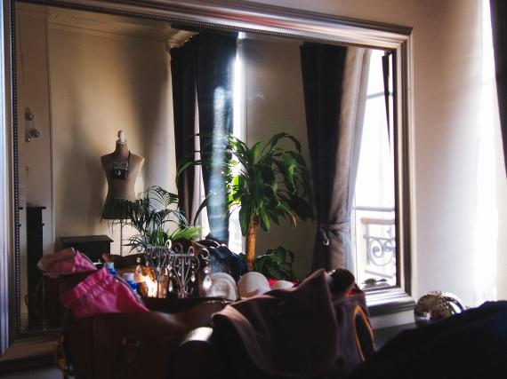 paris-apartment-bedroom