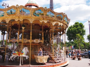 paris-eiffel-tower-carousel