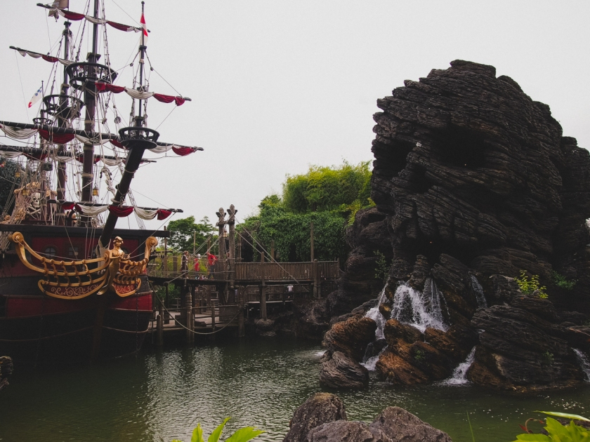 disneyland-captain-hook-pirate-ship