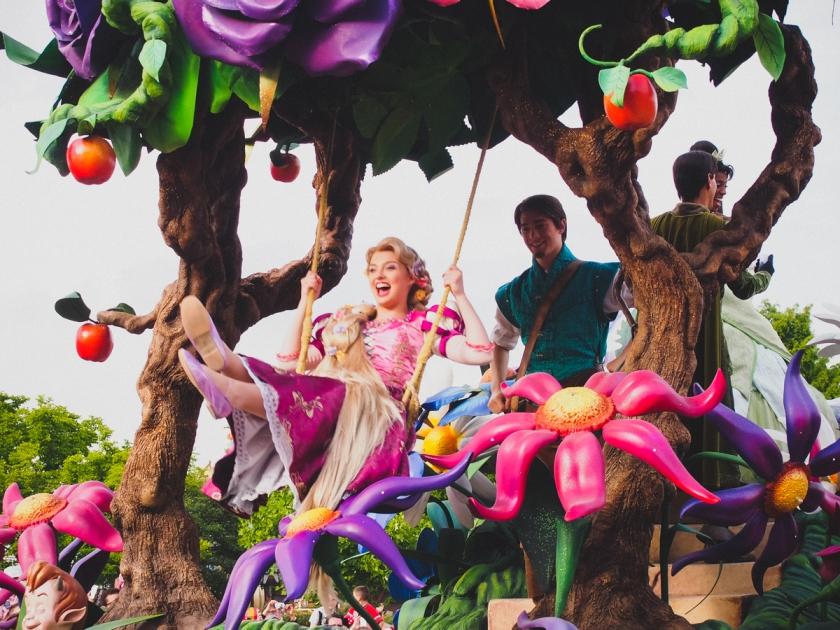 disneyland-parade-tangled