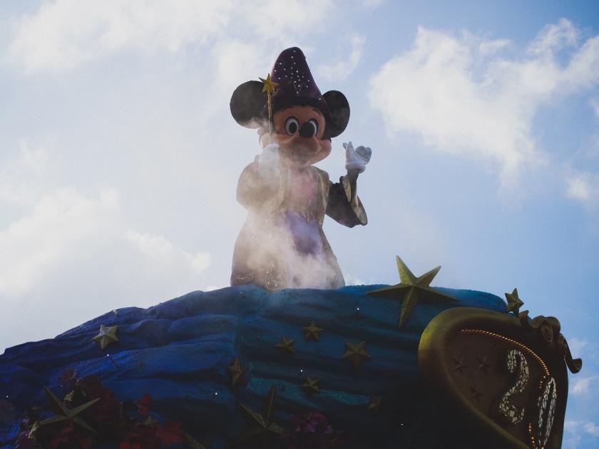 disneyland-parade-mickey