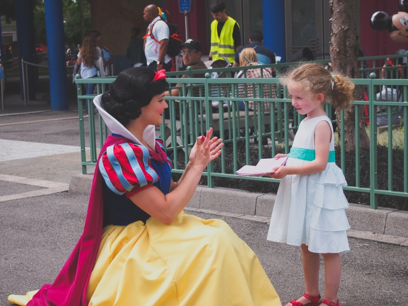 disneyland-snow-white-1