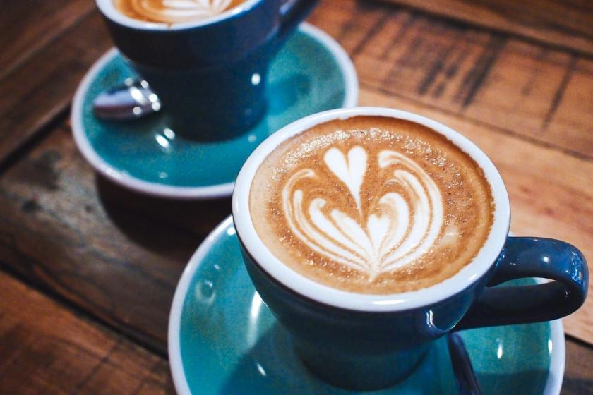 flat-white-coffee-lokal