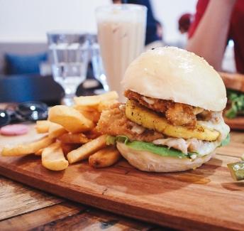 veal-burger-lokal